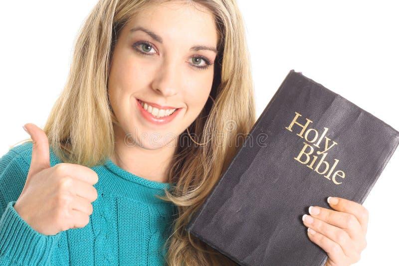 Beduimelt omhoog meisje met bijbel stock foto