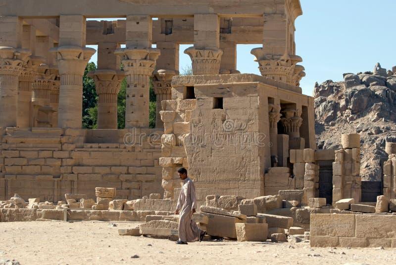 Beduin przy Philae Świątynią zdjęcia royalty free