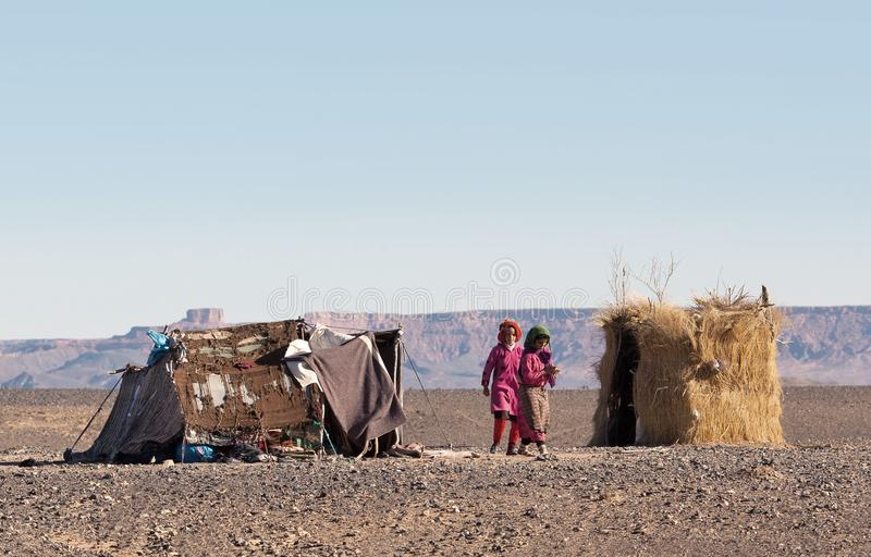 Beduinbarn i Marocko, Afrika royaltyfri fotografi