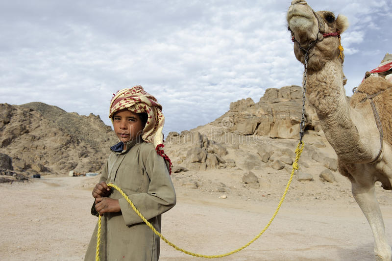 Beduinpojke arkivfoton