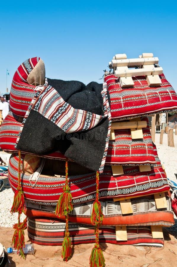 beduoin骆驼市场马鞍 库存图片