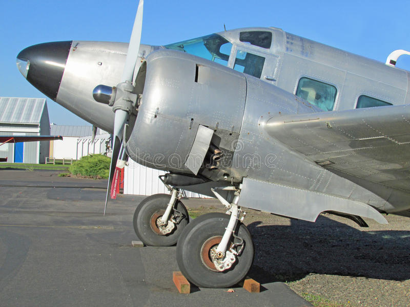 Beechcraft 18 E18S δίδυμου κινητήρα αεροπλάνο στοκ φωτογραφία με δικαίωμα ελεύθερης χρήσης