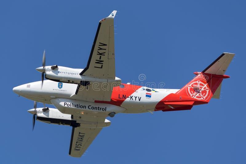 Beechcraft Super Koning Air 350 van de de opdrachtverontreiniging van ER Noorse speciale de controlevliegtuigen ln-KYV stock foto's