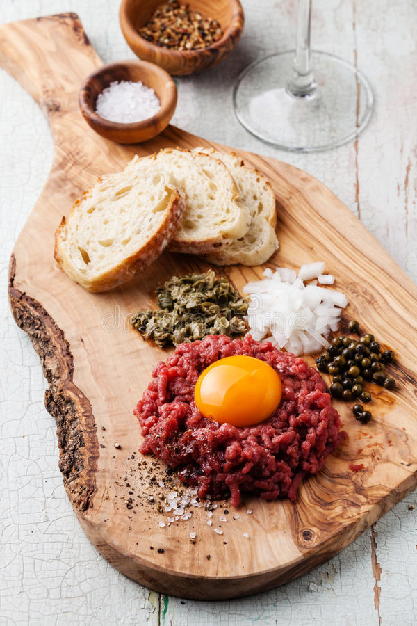 Free Beef Tartare With Capers And Onion Stock Photography - 49475712