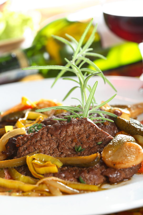 Free Beef With Yellow Pepper Stock Image - 2004591
