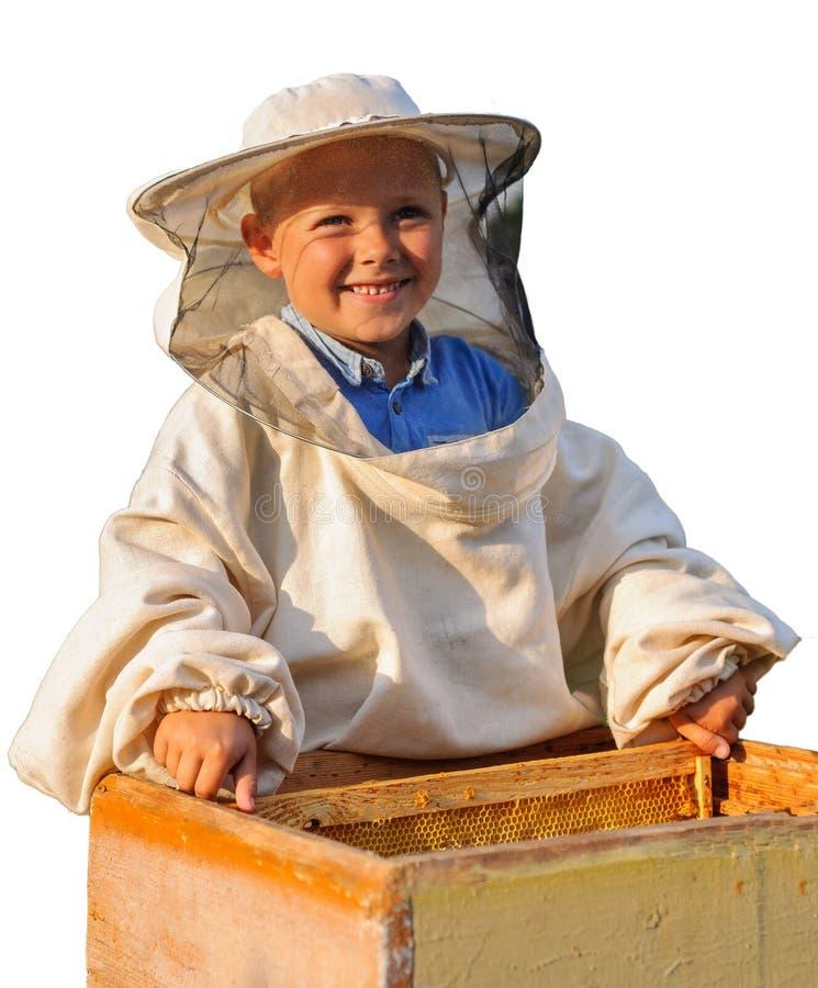 Beekeeper молодой мальчик который работает в пасеке стоковое фото