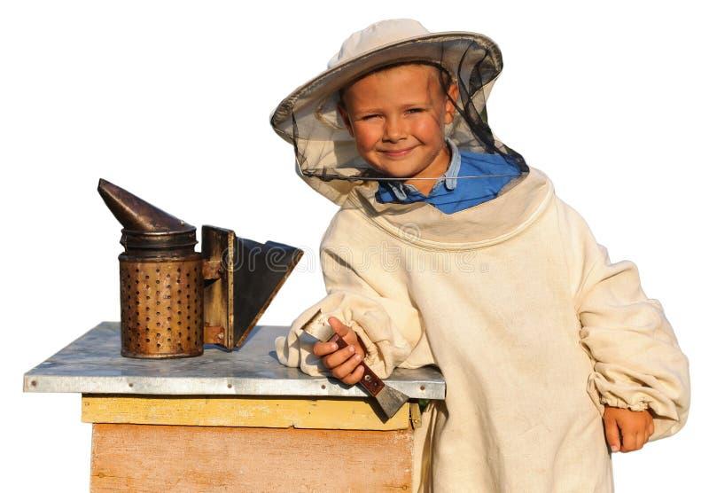 Beekeeper молодой мальчик который работает в пасеке стоковые фотографии rf