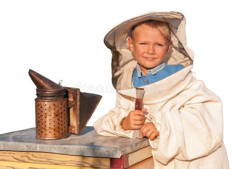 Beekeeper молодой мальчик который работает в пасеке стоковая фотография