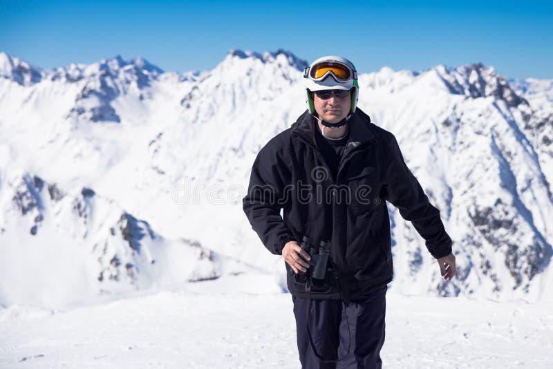 Skiër Met Verrekijkers Stock Afbeeldingen