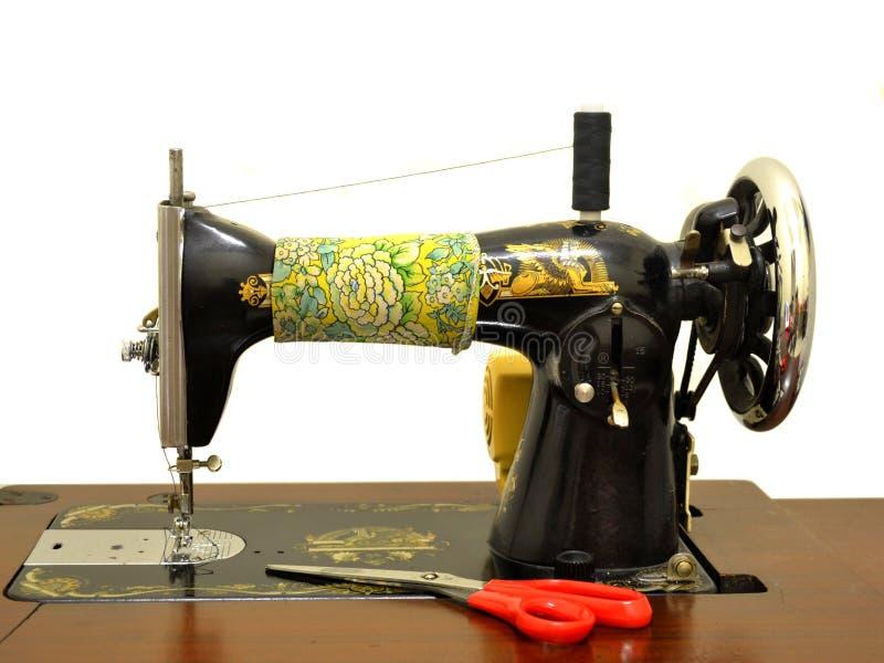 Oude naaimachine royalty-vrije stock afbeeldingen