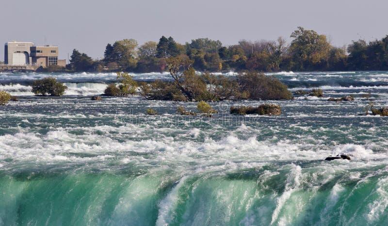 Beeld met een verbazende Niagara-waterval bij daling royalty-vrije stock foto