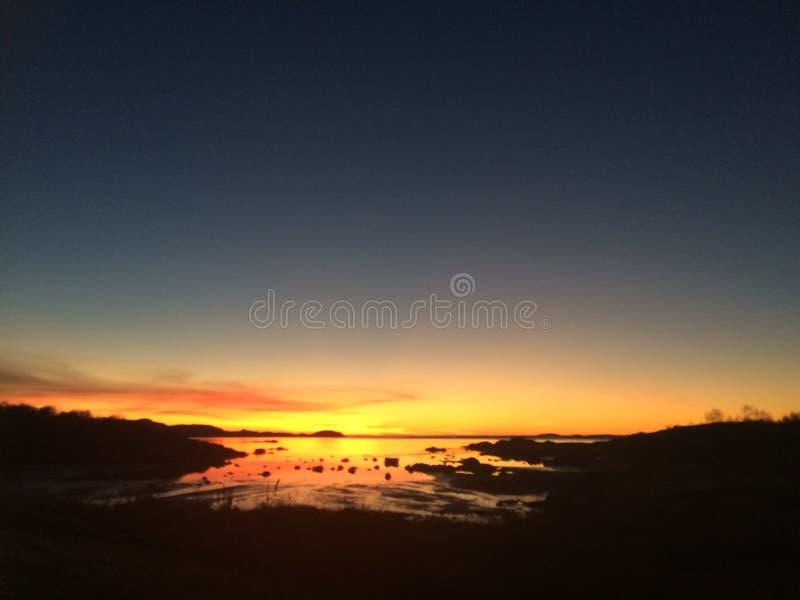 Beeld op de manier van Bodoe aan Inndyr wordt genomen in het Noorden van Noorwegen dat stock foto