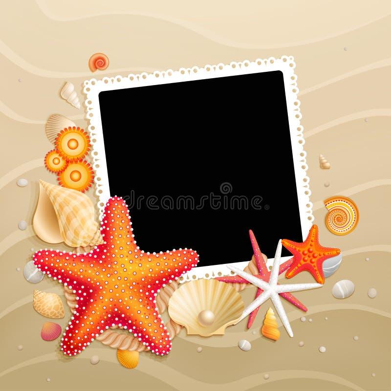 Beeld, shells en zeesterren op zandachtergrond royalty-vrije illustratie