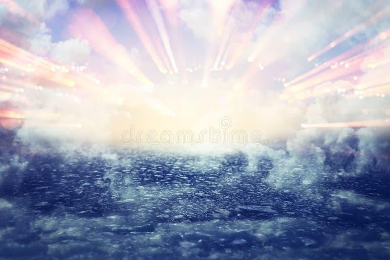 Beeld van abstracte weg aan hemel of hemel het zien van het lichte concept of de manier aan vrijheid stock foto's