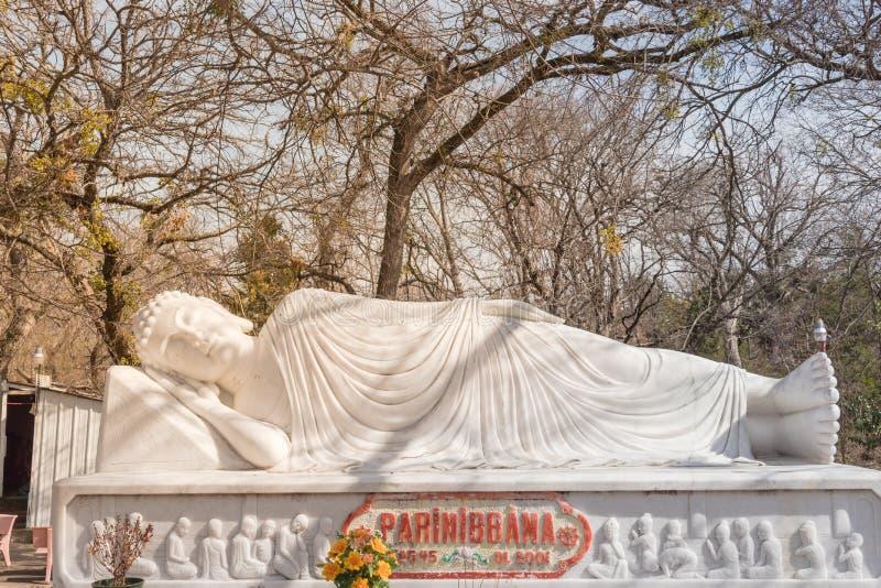 Beeld van Boedha in zijn Parinibbana-nirvana na dood royalty-vrije stock foto