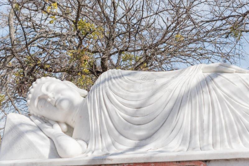 Beeld van Boedha in zijn Parinibbana-nirvana na dood royalty-vrije stock afbeeldingen