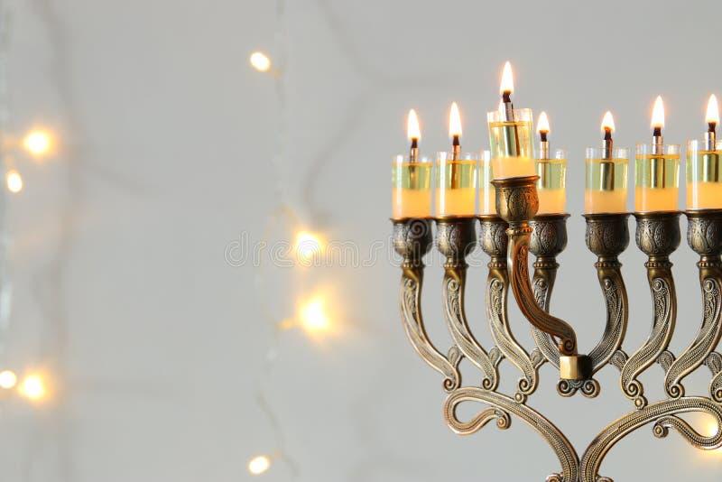 beeld van de Joodse achtergrond van de vakantiechanoeka met menorah & x28; traditionele candelabra& x29; royalty-vrije stock foto's
