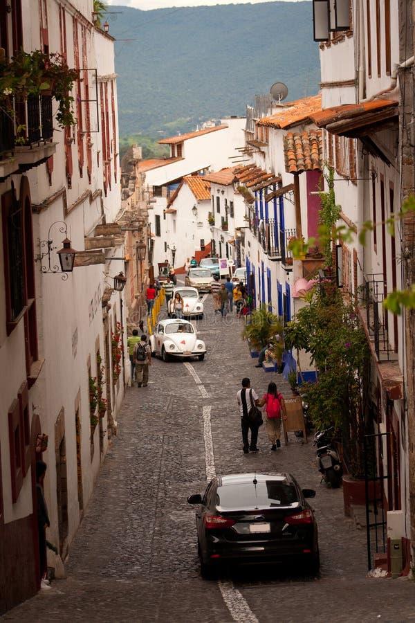 Beeld van de straat bij de kleurrijke stad van Taxco, Guerrero M stock afbeeldingen
