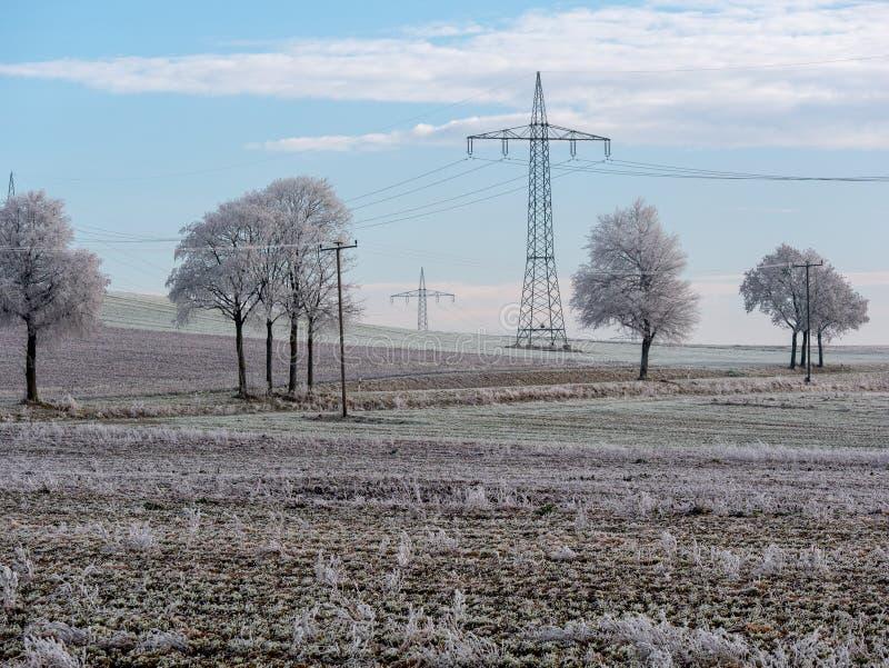 Beeld van de winterlandschap met machtslijnen royalty-vrije stock fotografie