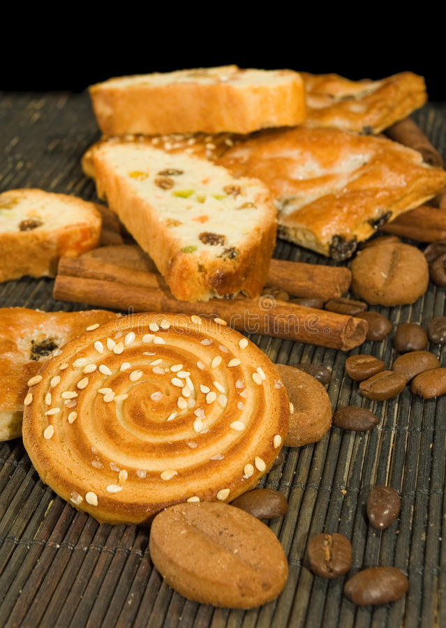 Beeld van divers smakelijk koekje op een lijstclose-up royalty-vrije stock afbeelding