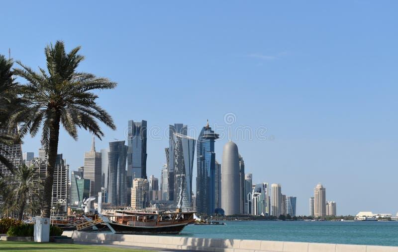 Beeld van Doha-het districts beroemde wolkenkrabbers van de het Westenbaai stock foto's