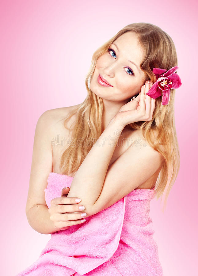 Beeld van gelukkige jonge blonde vrouw royalty-vrije stock afbeeldingen