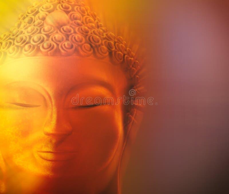 Beeld van gouden Boedha in een staat van meditatie stock foto
