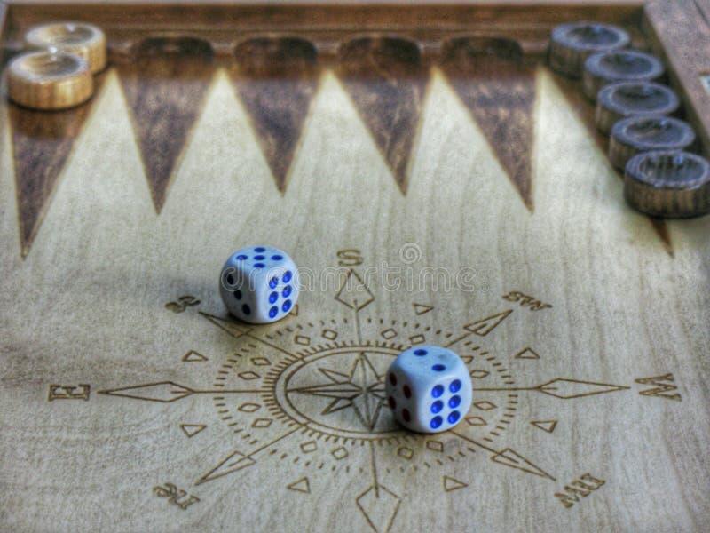 Beeld van het spel van backgammon stock afbeeldingen