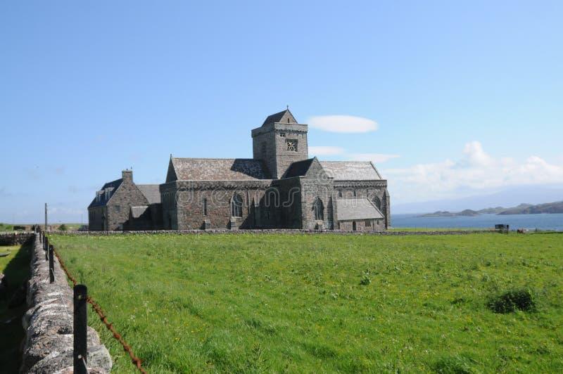 Beeld van historische Iona Abbey op het Eiland van Iona, Schotland stock foto