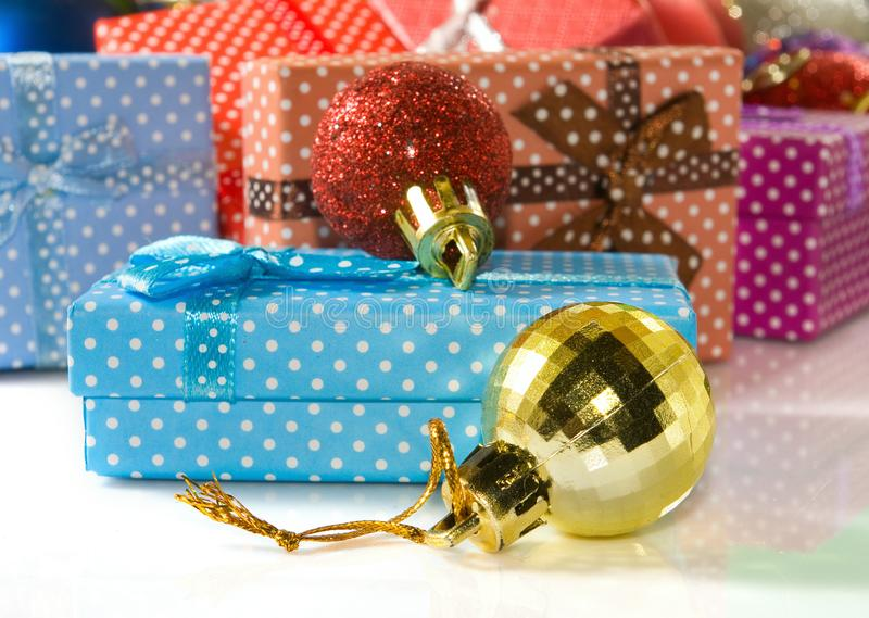 Beeld van van Kerstmisdozen en decoratie close-up stock foto's