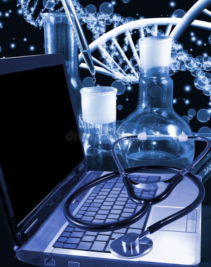 beeld van laptop en stethoscoopclose-up royalty-vrije stock fotografie