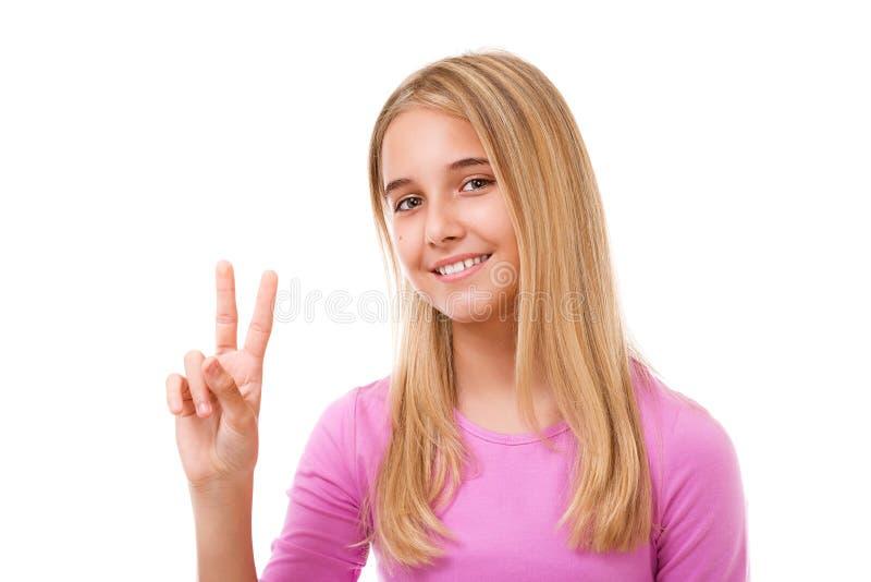 Beeld van mooi jong meisje die overwinning of vredesteken tonen isola royalty-vrije stock afbeeldingen