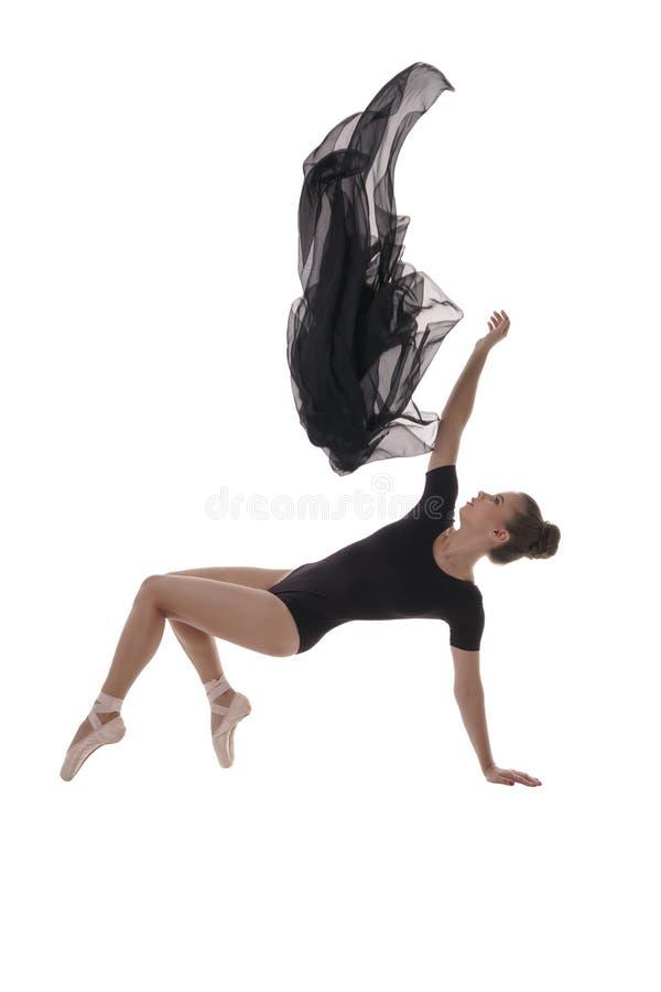 Beeld van mooie ballerina die met doek dansen stock fotografie