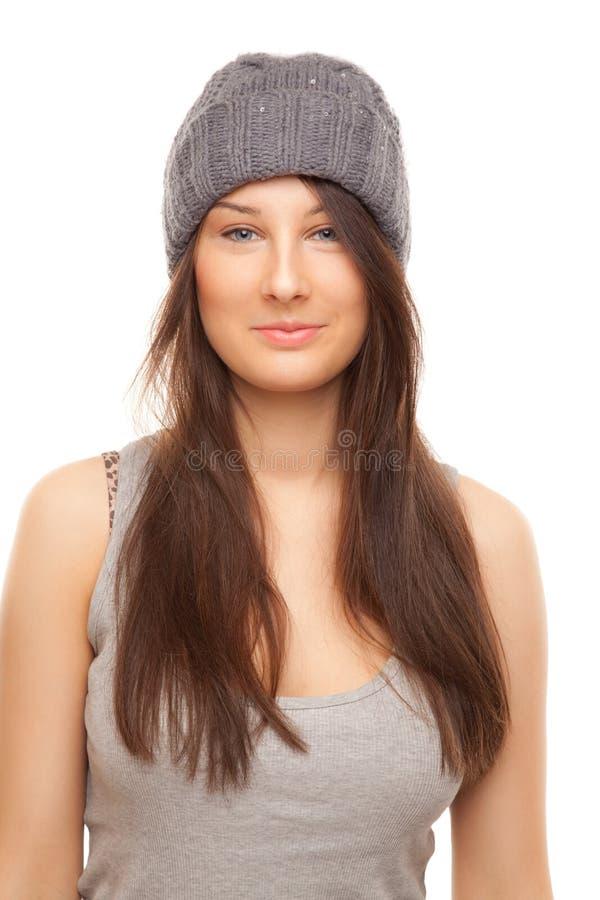 Beeld van mooie vrouw in het grijze hoed glimlachen stock foto's