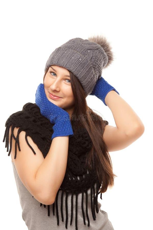 Beeld van mooie vrouw in het zwarte sjaal glimlachen royalty-vrije stock foto