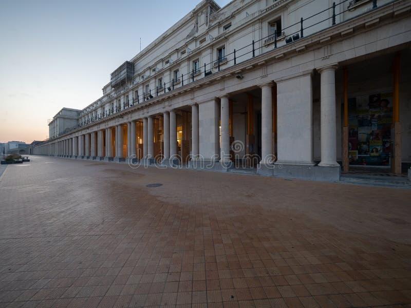 Beeld van van Oostende, met zijn neoklassieke koninklijke galerij stock foto's