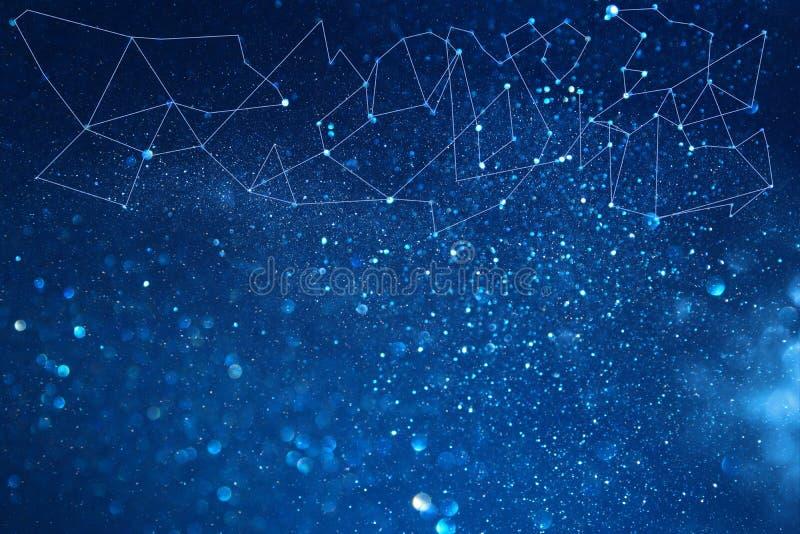 beeld van samenvatting verbonden punten op heldere glittery blauwe achtergrond Het concept van de technologie stock foto's