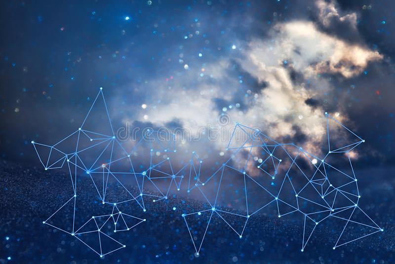 beeld van samenvatting verbonden punten op heldere glittery blauwe achtergrond Het concept van de technologie royalty-vrije stock fotografie