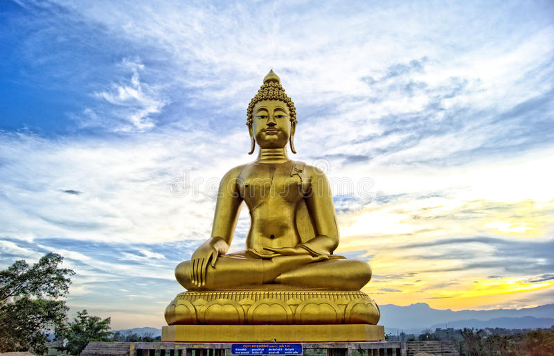 Beeld van Thaise Lanna Buddha stock foto's