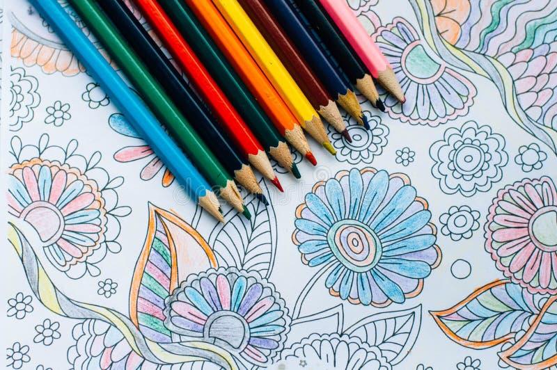 Beeld van vrouwenkleuring, volwassen het kleuren boektendens, voor spanning r stock afbeeldingen