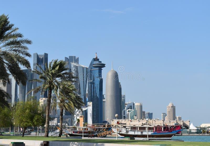 Beeld van Westbay een mooie alignement van unieke wolkenkrabbers, één van de beroemdste bestemmingen in Qatar royalty-vrije stock fotografie