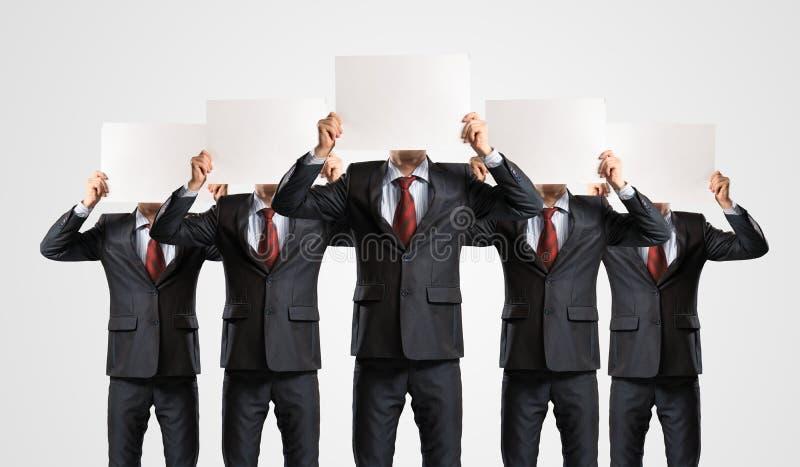 Beeld van zakenlieden die zich op een rij bevinden stock afbeeldingen