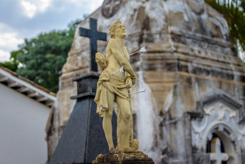 Beeldhouwwerk bij Sao Francisco de Assis Church Cemetery - Sao Joao Del Rei, Minas Gerais, Brazilië royalty-vrije stock fotografie