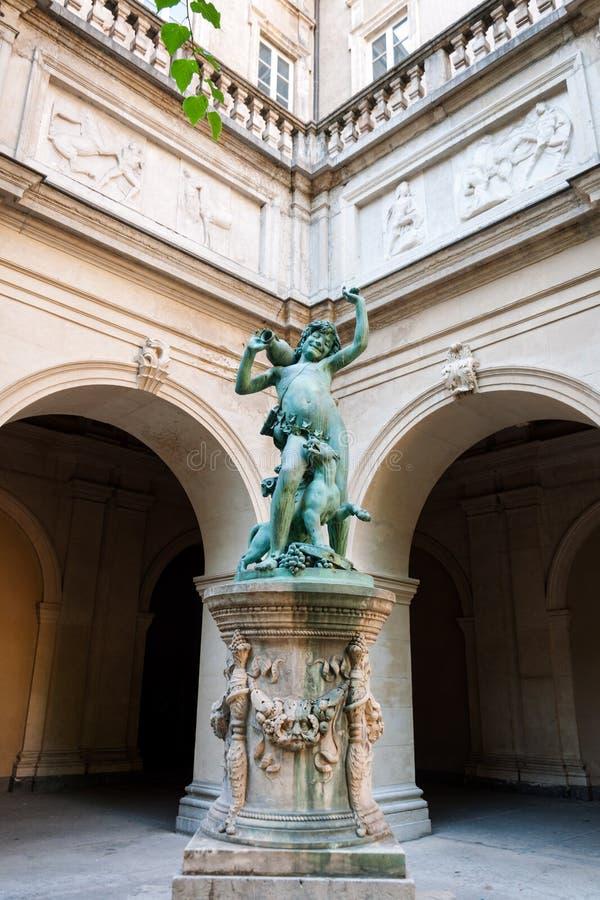 Beeldhouwwerk in Museum van Beeldende kunsten van Lyon, Frankrijk Standbeelden in het park van Palais-Saint Pierre stock foto