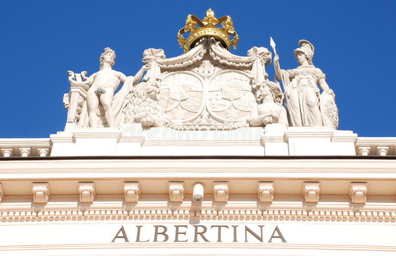 Beeldhouwwerk op het museum van Albertina (Wenen) stock afbeelding