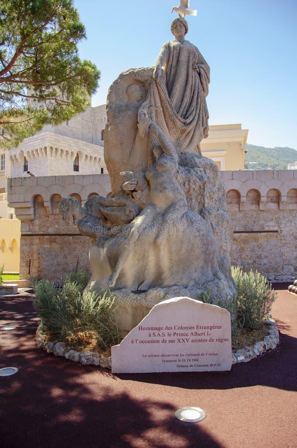 Beeldhouwwerk in steen Monte Carlo Monaco stock foto