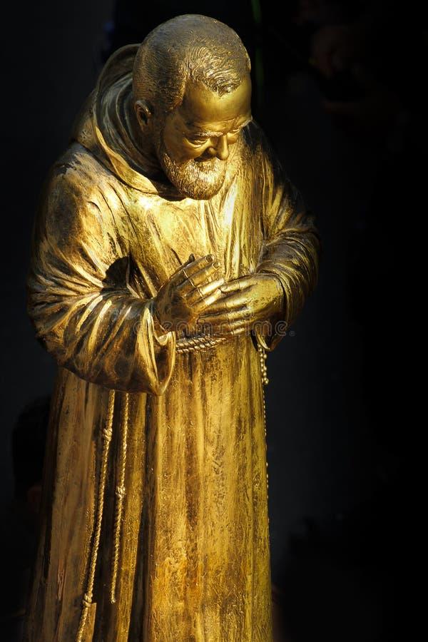 Beeldhouwwerk van Aalmoezenier Pio van Pietralcina stock fotografie