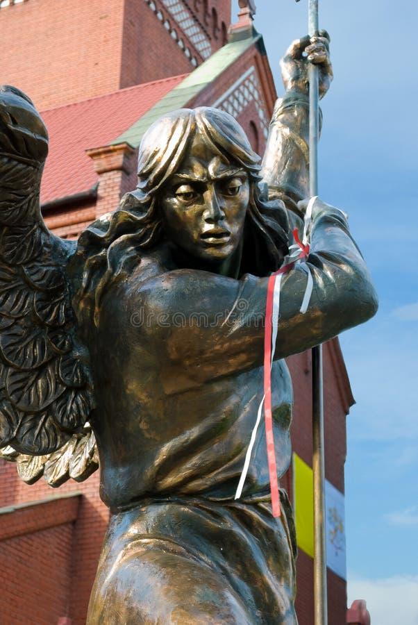 Beeldhouwwerk van Aartsengel Michael, Minsk stock foto's