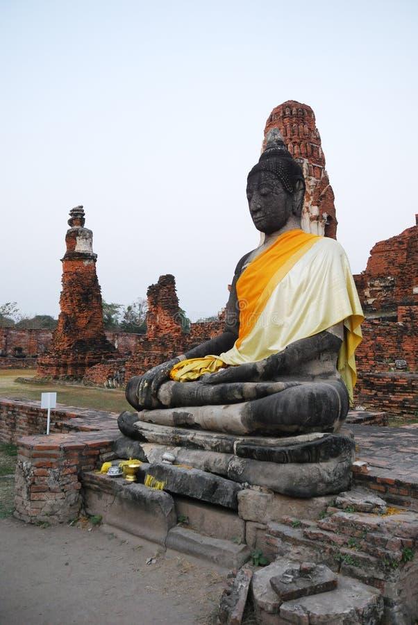 Beeldhouwwerk van Boedha in de Thaise geruïneerde tempel. royalty-vrije stock afbeeldingen