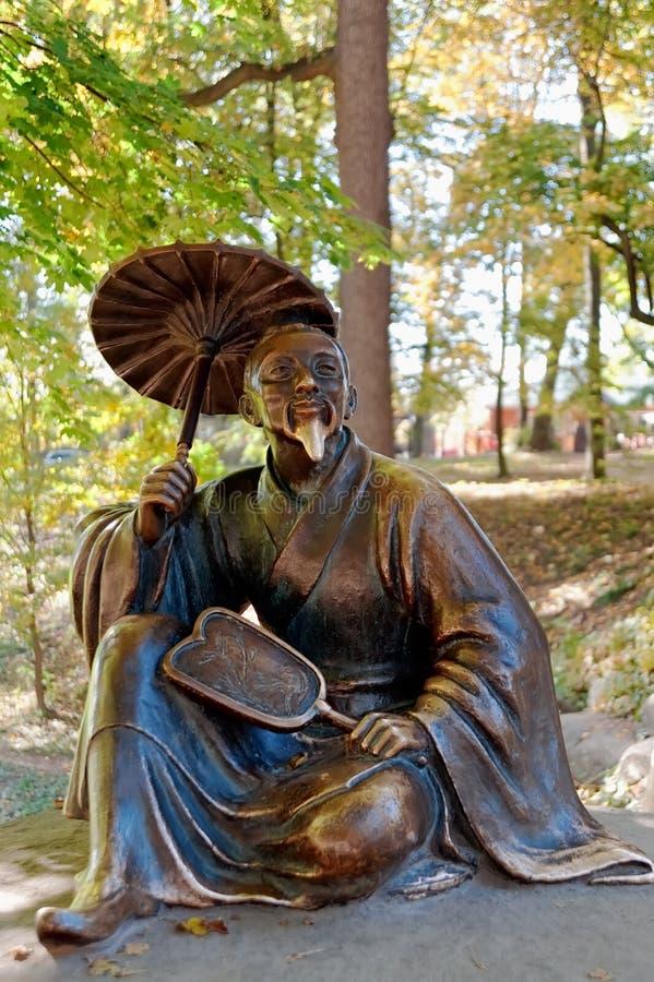 Beeldhouwwerk van Chinese wijze in Arboretum Oleksandriya in Bila Tserkva, de Oekraïne royalty-vrije stock foto's